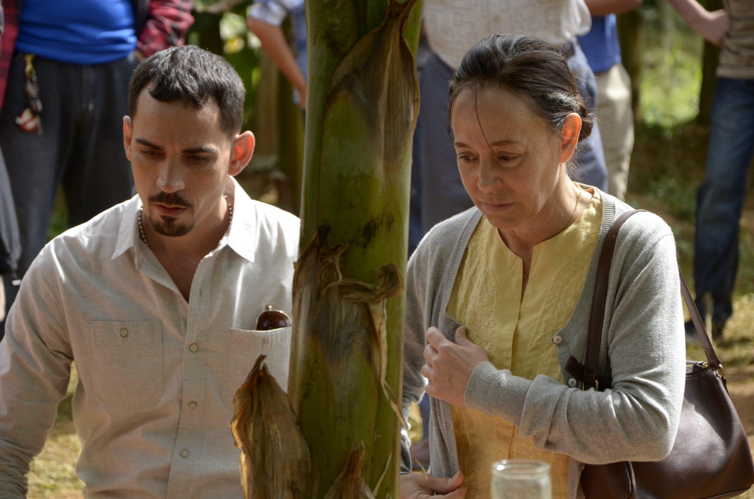 José Eugenio Hernández acompañado de Cordelia González quien interpreta a su madre Gloria.