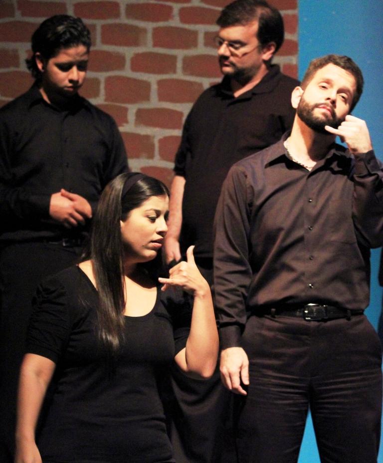 """Joselo Santiago, Carlos Mera, Omayra Cabiya y Jorge Santiago en una escena de la obra """"Dentro del sueño"""" presentada el año pasado. (Foto suministrada)"""