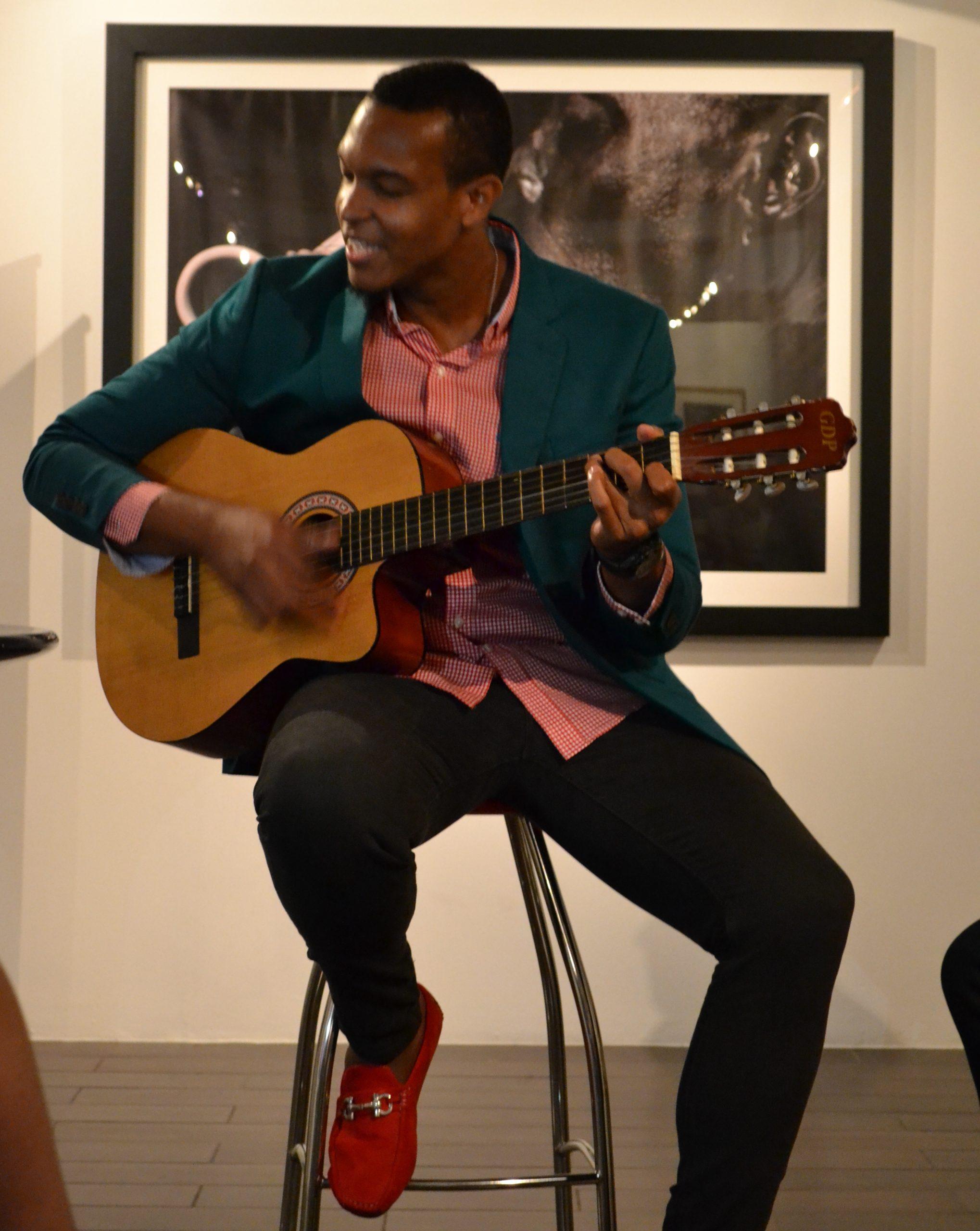 Boutin es un músico y productor hatiano radicado en Puerto Rico desde 2012. (Foto Adelisa González) - Copy