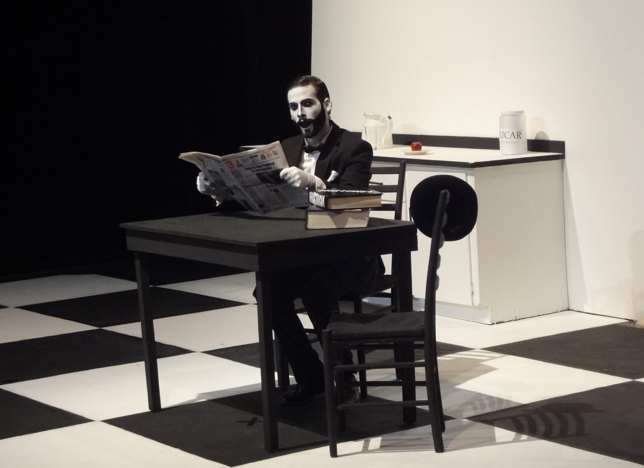 La escenografía de Raúl Cátala es de uso multifuncional. (Foto Adriana Pantoja para Fundación Nacional para la Cultura Popular)