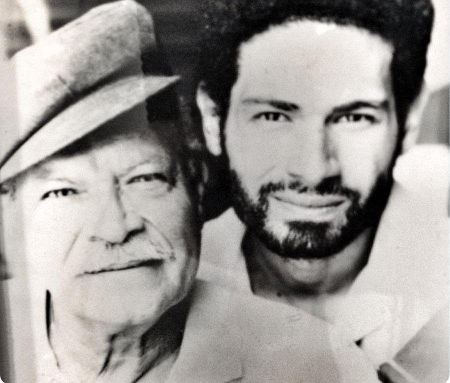 El cineasta Lorenzo Ortiz junto a su progenitor David Ortiz-Angleró. (Foto suministrada)