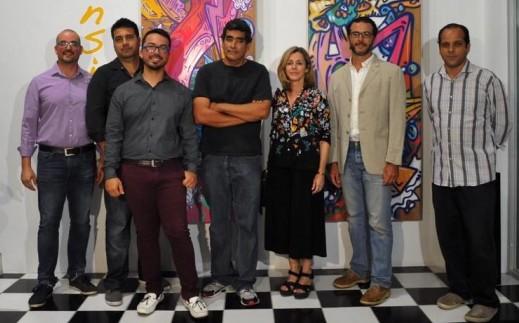 Los artistas participantes de la colectiva se reunieron durante la apertura de la misma. (Foto Municipio de Bayamón)