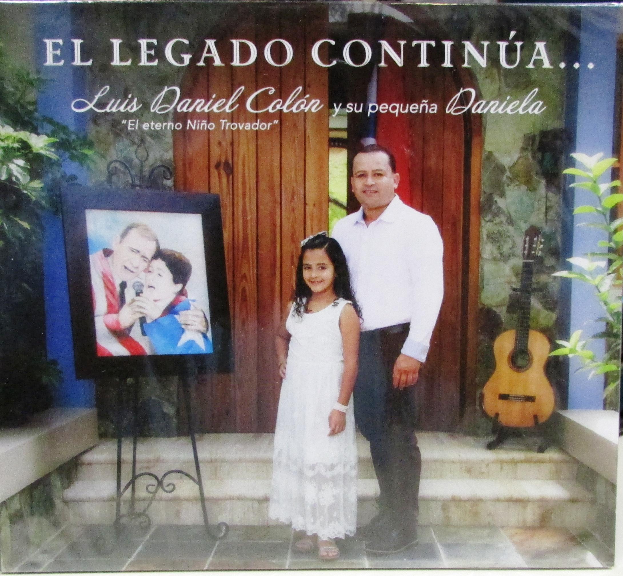 Luis Daniel Colón presenta a su hija Daniela en su producción. (archivo Fundación Nacional para la Cultura Popular)
