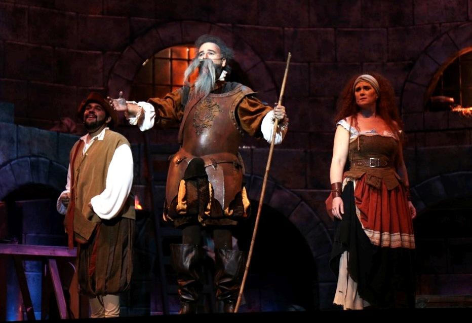 xx, Julio Enrique Court y Michelle Brava cosechaon aplausos por sus actuaciones como Sancho Panza, Don Quijote y Dulcinea. (Foto suministrada)