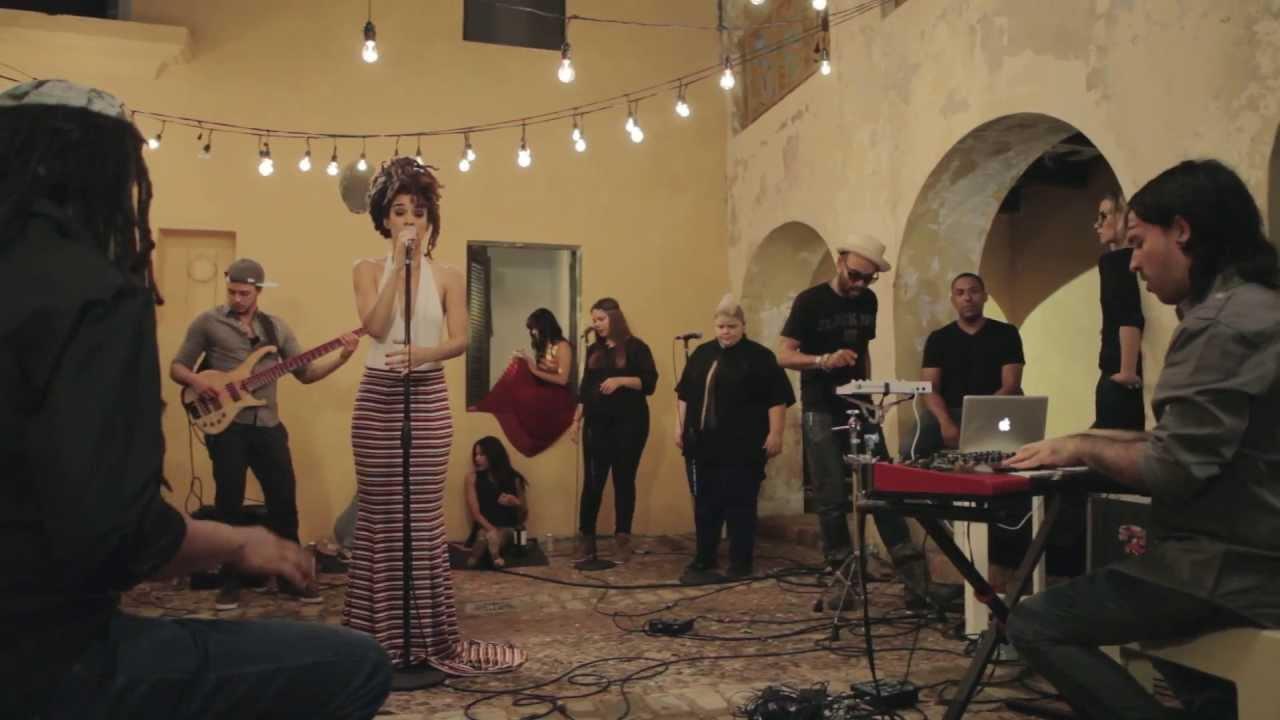 """Myraida Carmona, mejor conocida como Calma Carmona, durante la grabación del video musical de """"I Got Life"""", tema previamente interpretado por la norteamericana Nina Simone. (Foto suministrada)"""