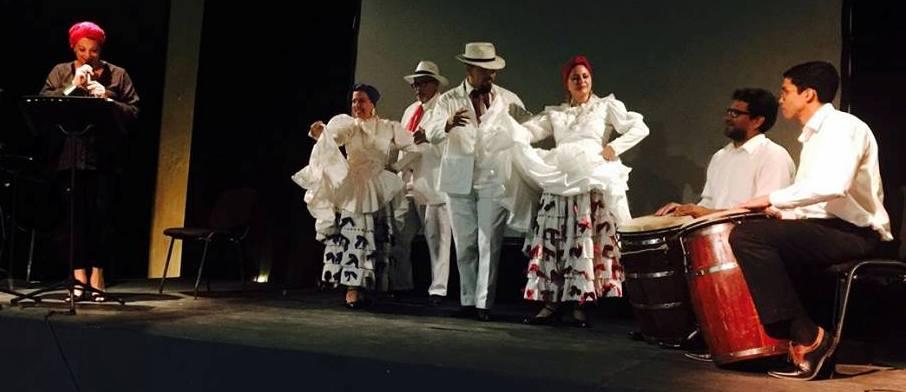 """Nelly Robles declamó """"A Nora, al Baile de Bomba"""" acompañada de bailaores y percusionistas. (Foto suministrada)"""