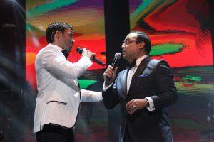 Pedro Capó contó con Gilberto Santa Rosa como invitado especial. (Foto Edgar Torres para Fundación Nacional para la Cultura Popular)