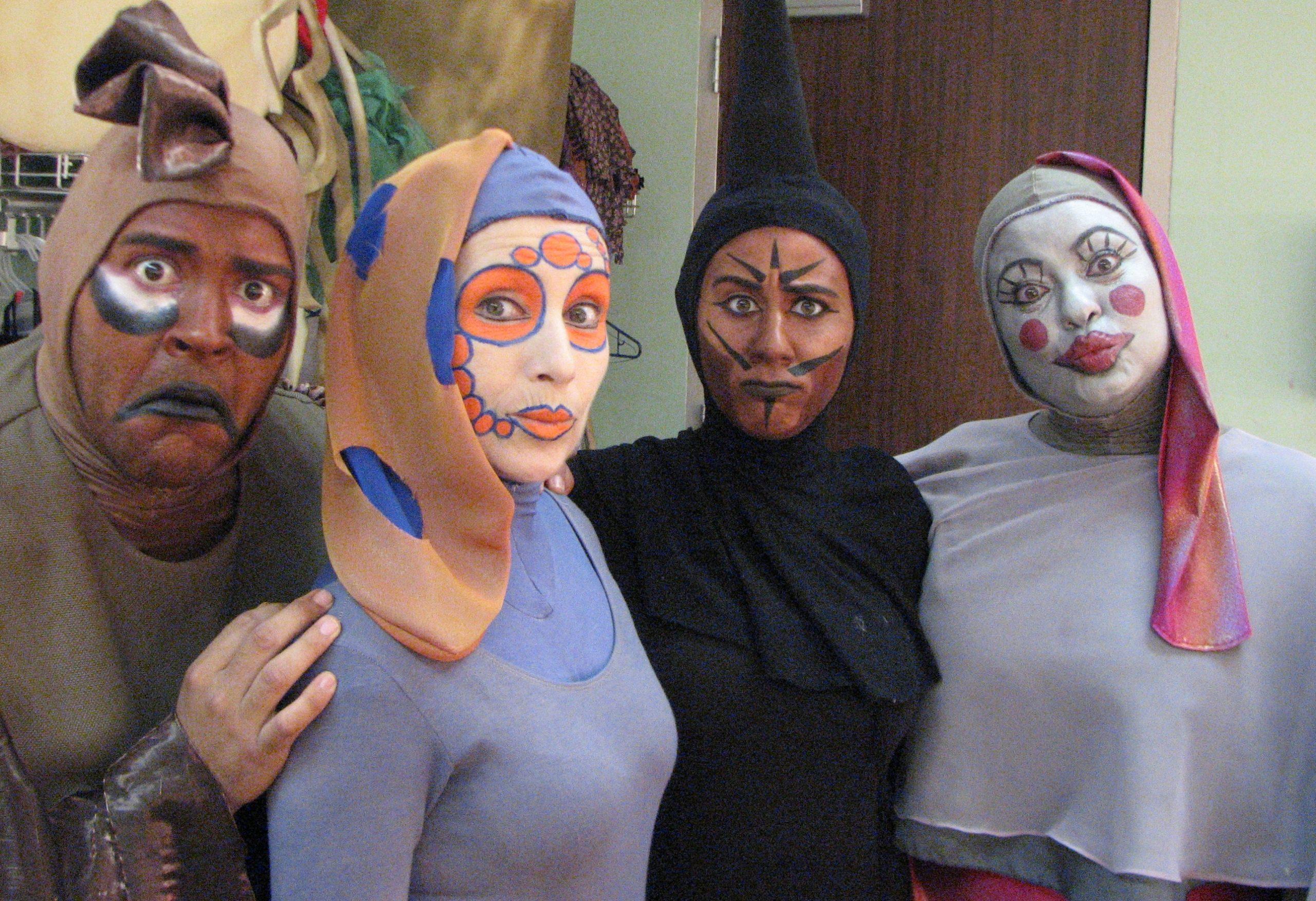 """Reinaldo Santana, Ineabelle Colón, Neysa Jordán y Vivian Casañas, formaron parte del elenco de 2010 de la obra musical """"Peces al ataque"""". (Foto suministrada)"""