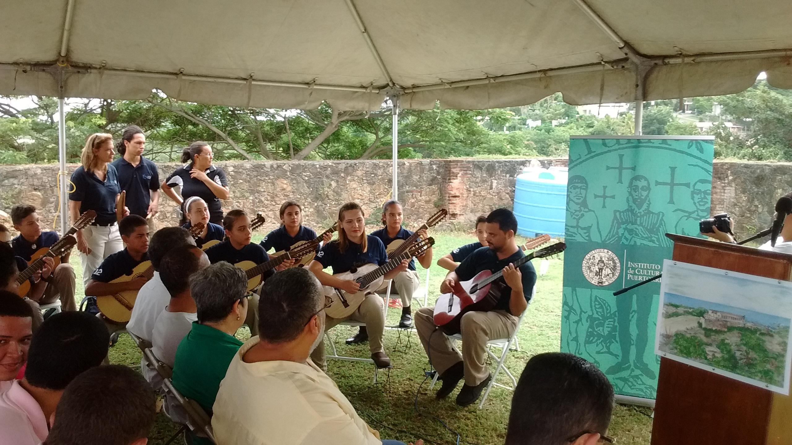 La Rondalla de Vieques amenizó la actividad comunitaria. (Foto suministrada)