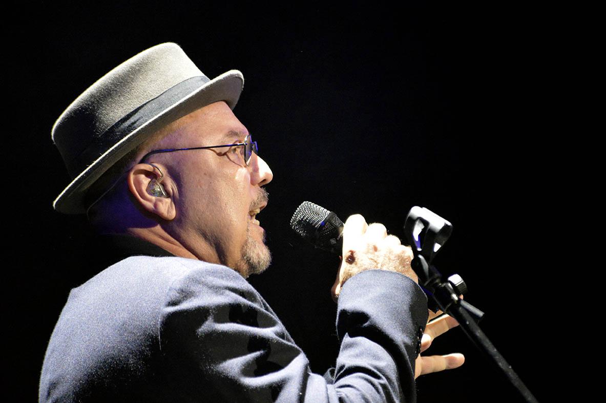 """El creador de """"Pedro Navaja"""" no tuvo reparos en agradecer a Willie Colón su apoyo. (foto José Rodríguez©)"""