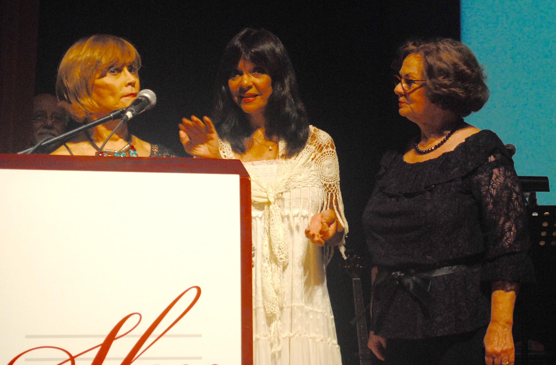 El recordado cuarteto Las Caribelles, representado por Emily y Norma Krasinski y Frances Girau, fue intslado en el Salón de la Fama de la Múisca. (Foto Jaime Torres Torres para Fundación Nacional para la Cultura Popular)