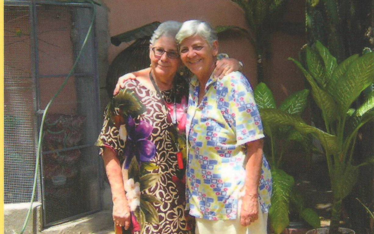 Las hermanas Myrsa e Iris Landrón em um compartir en Venezuela. (Foto suministrada)