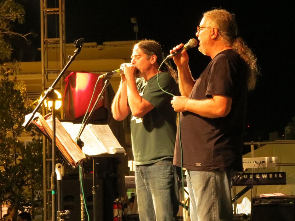Auger valora la experiencia de trabajar con el veterano cantautor Roy Brown. (Foto suministrada)