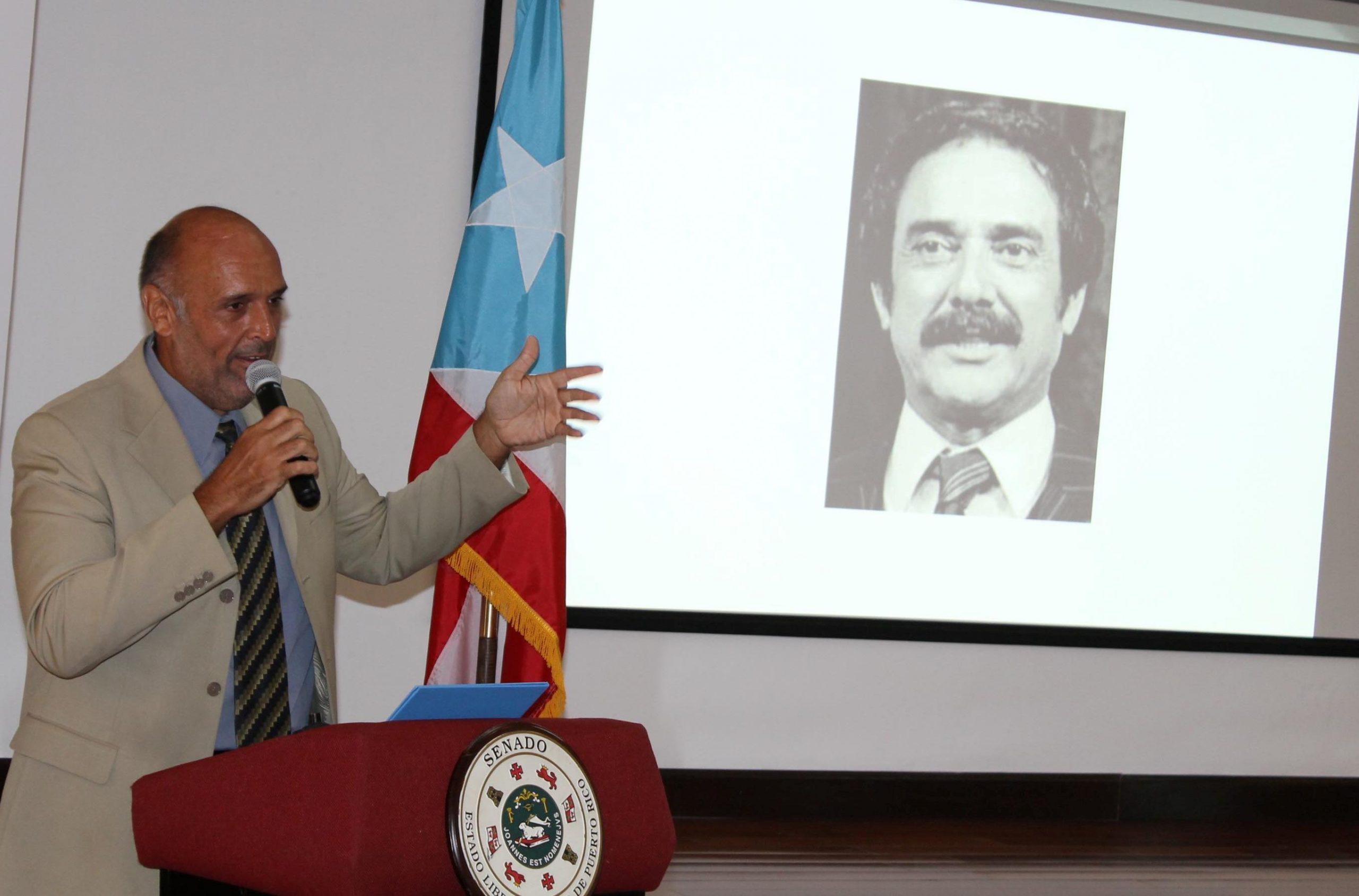 José Juan Tañón anunció el premio póstumo a Luis Vigoreaux.