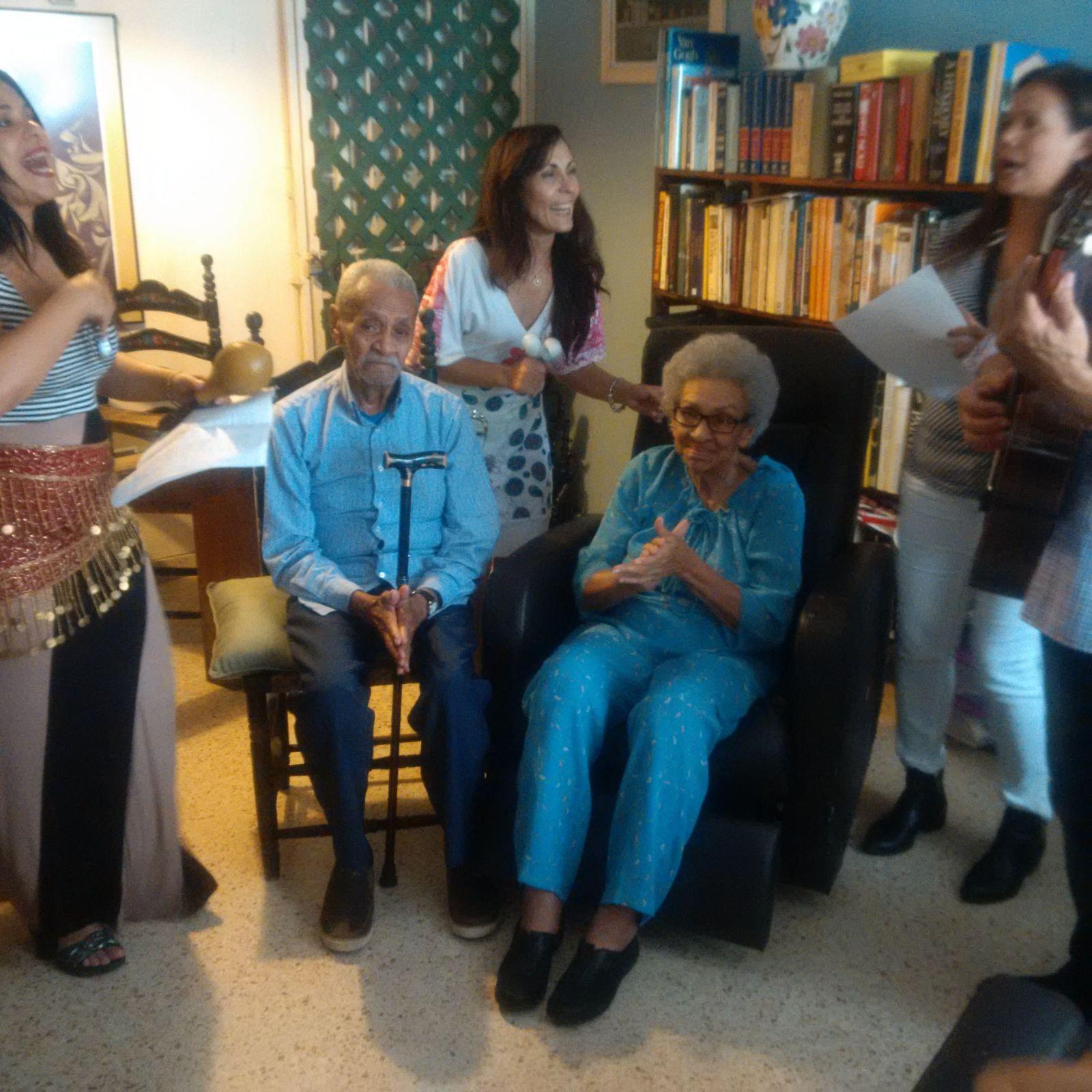 Luis Maysinet y Victoria Espinosa fueron visitados en su hogar en Hato Rey. (Foto Alina Marrero para Fundación Nacional para la Cultura Popular)