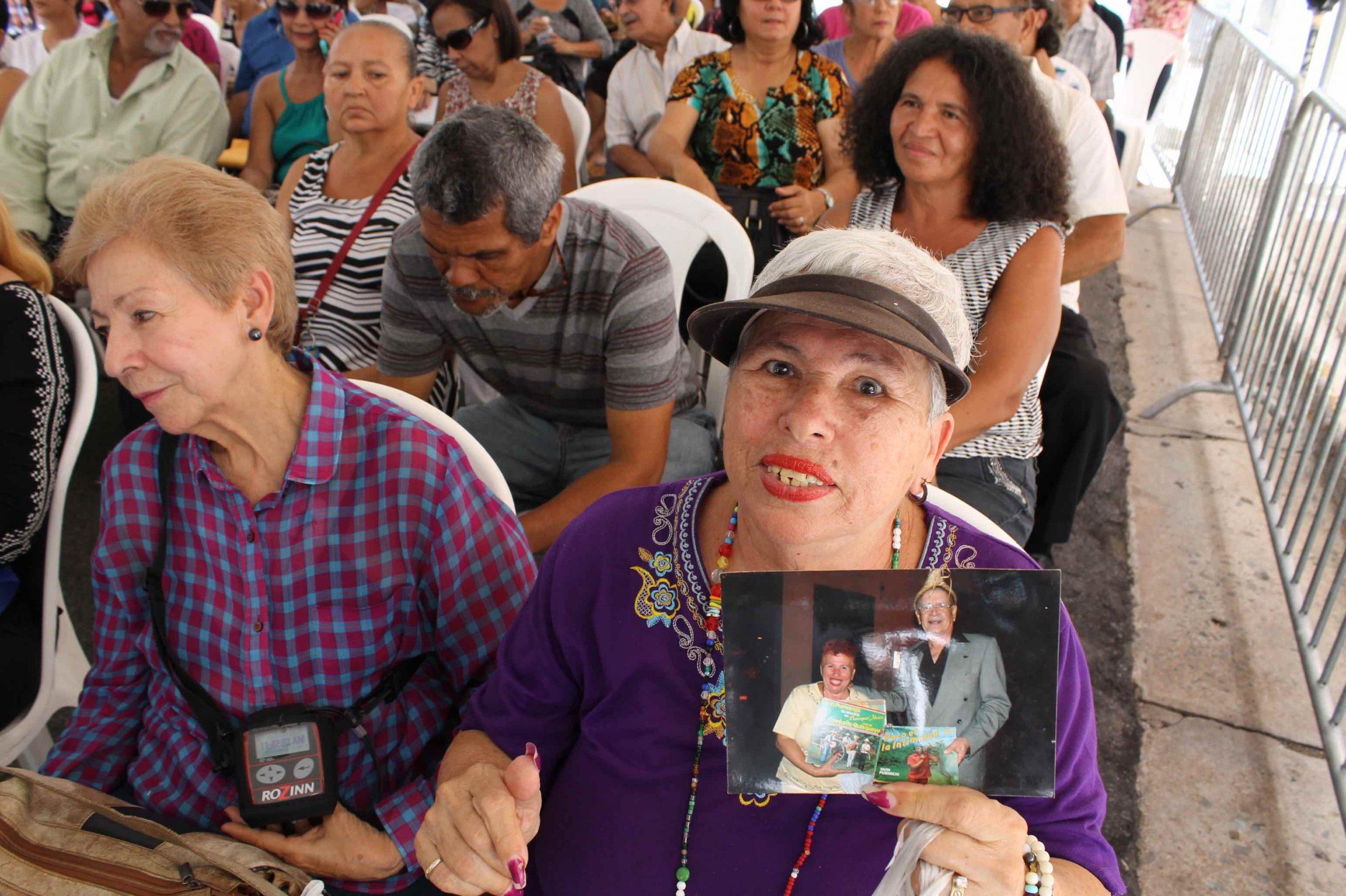 Personajes de pueblo rememoraron anécdotas vividas con Tavín en la comunidad. (Foto Edgar Torres para Fundación nacional para la Cultura Popular)