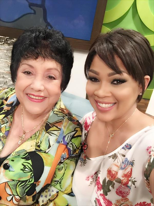 La actriz, aquí junto a Lizmarie Quintana, valora la importancia del humor en tiempos de crisis. (Foto suministrada)