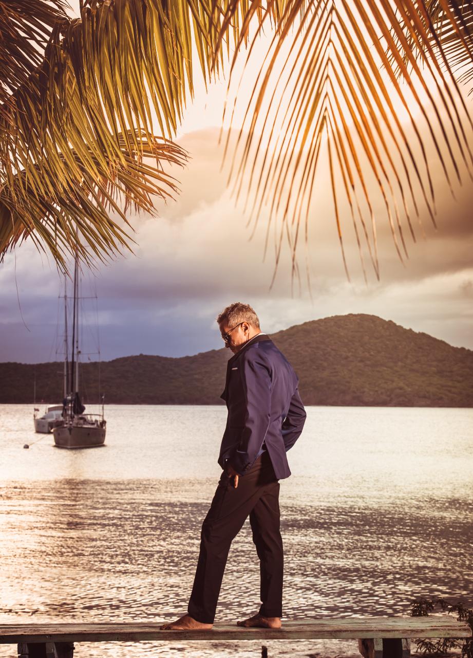 Con la madurez que dan los años el cantante reflexiona con optimismo ante el momento que vivimos. (Foto A. Ginorio / Revista Nautica)