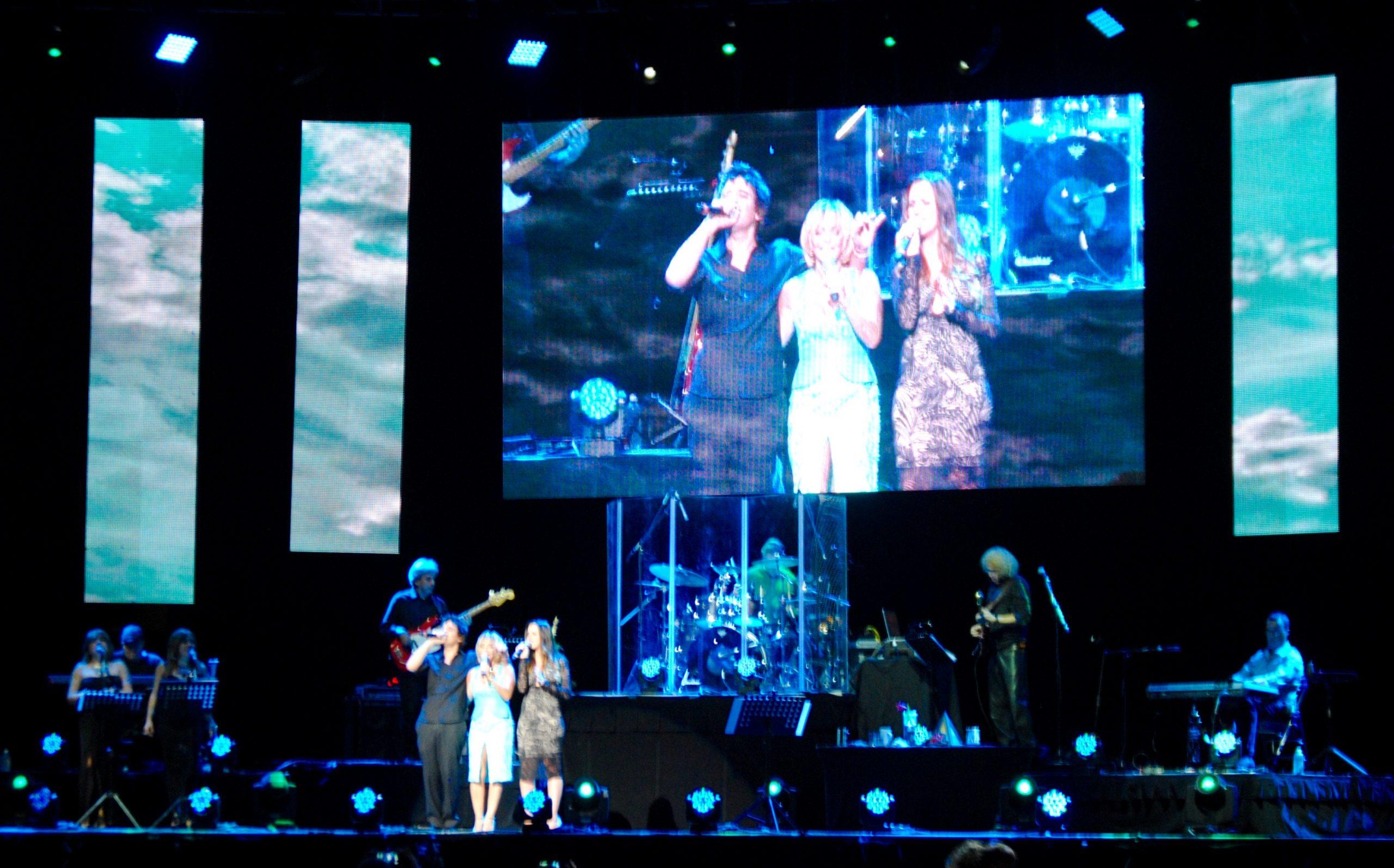 La cantante interpretó con sus hijos Inamol y xx. (Foto Jaime Torres Torres para Fundación Nacional para la Cultura Popular)