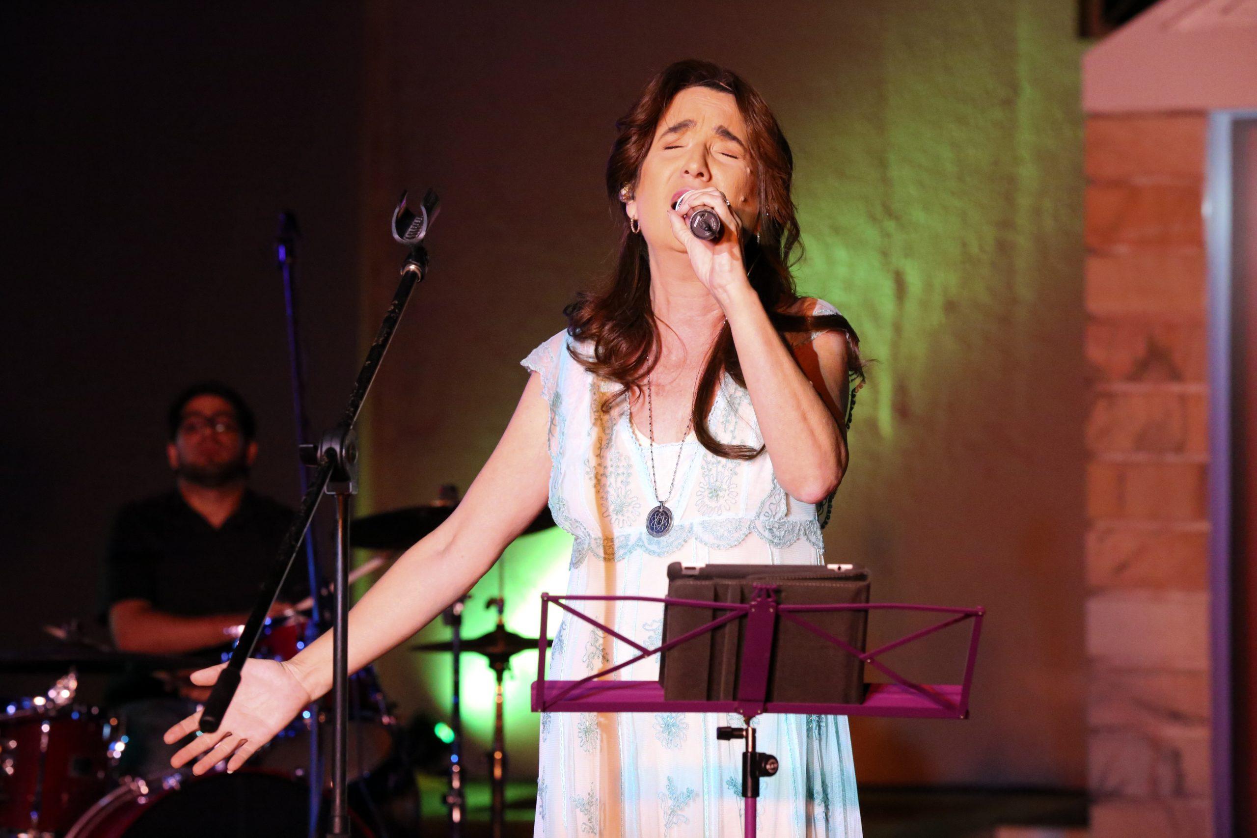La canatutora dicta un curso sobre universitario sobre el desarrollo de la nueva canción. (Foto Alí Francis García)