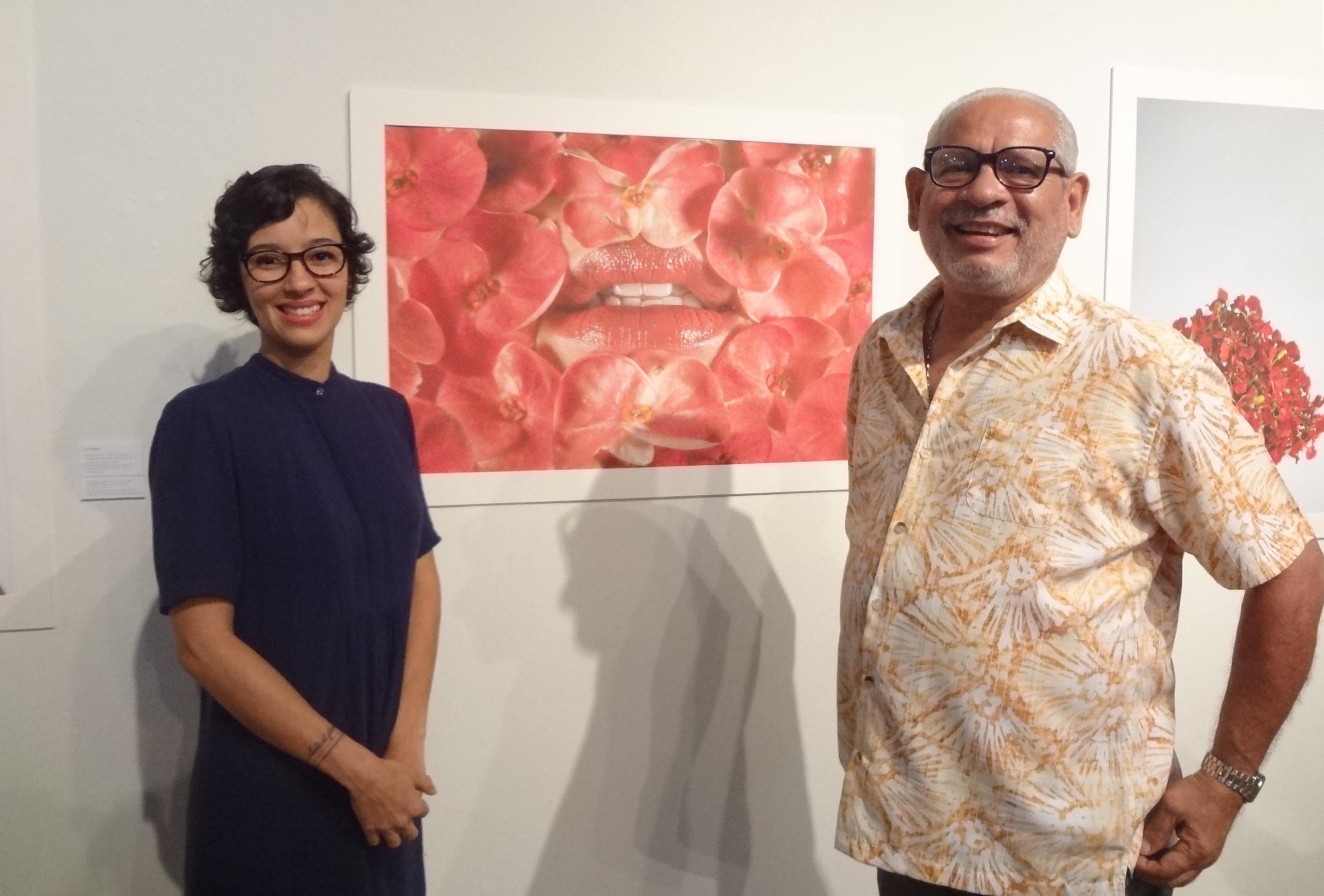 Zuania Muñiz junto al fotógrafo José Rodr;iguez del Taller de Fotoperidoismo. (Foto Adriana Pantoja)